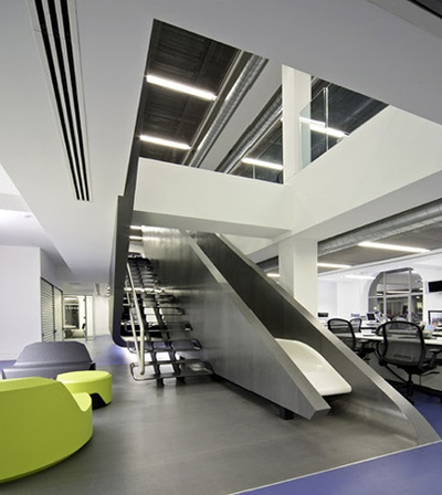 red-bull-oficinas-escaleras-stairs
