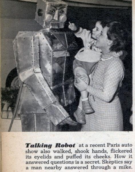 robot parlante antiguo habla