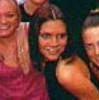 victoria-beckham-riendo-smiling-laughing-sonriendo-01