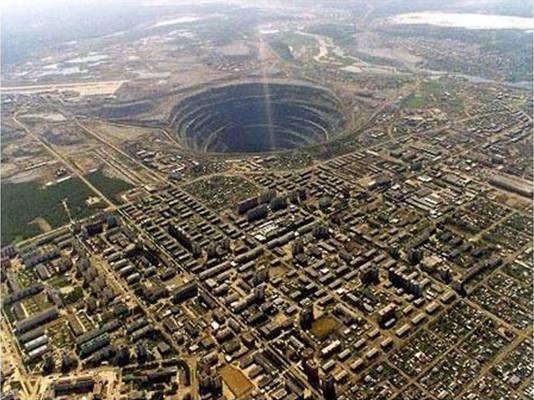 agujero-mirni-mas-grande-tierra