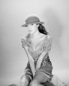 angelina_jolie_joven_sombrero
