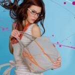 Las mujeres y su capacidad para guardar basura en sus bolsos