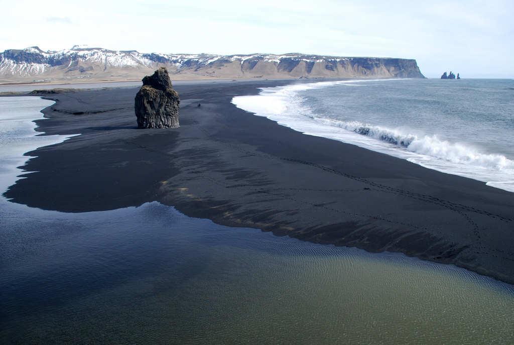playa-volcanica-dyrholaey-islandia