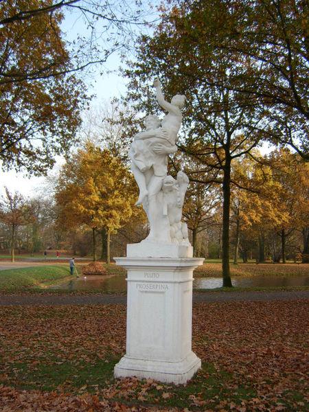 pluto-hades-estatua-pluton-raptando-proserpina-parque-karlsaue-kassel-alemania