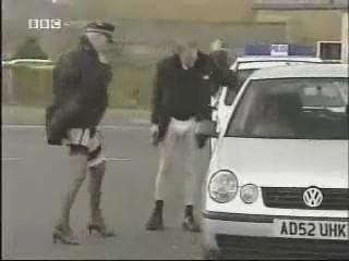 policias lenceria broma humor