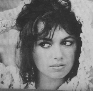 susanna-hoffs-bangles-different-light