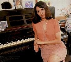 susanna-hoffs-bangles-piano