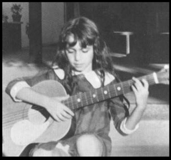 susanna-hoffs-child-nina-pequena