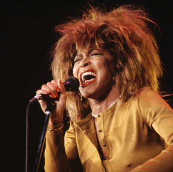 tina-turner-1984-stay-together-live