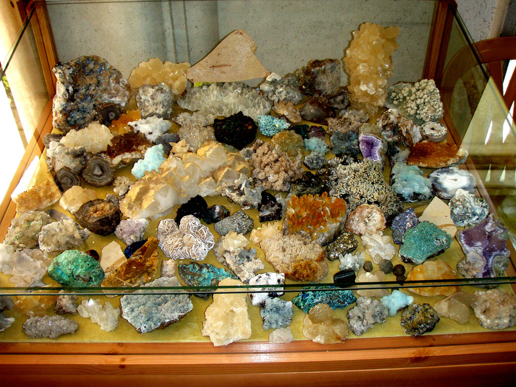 caja-minerales-vitrina