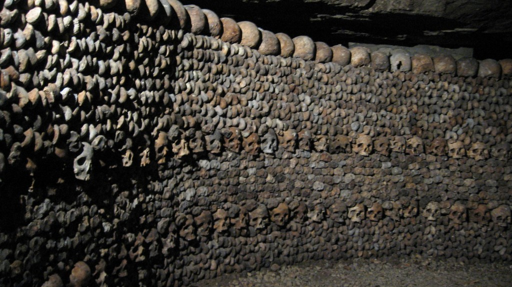 catacombes paris catacumbas restos