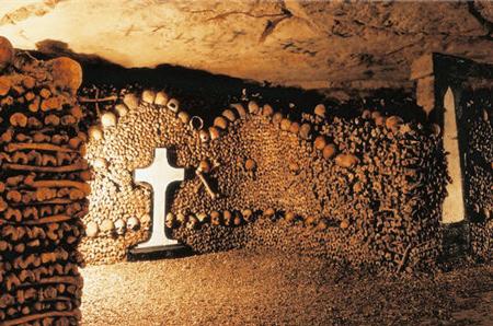 catacumbas paris catacombes cementerio