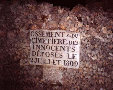 catacumbas paris catacombes lapidas