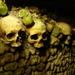 catacumbas paris catacombes ossements cimetiere