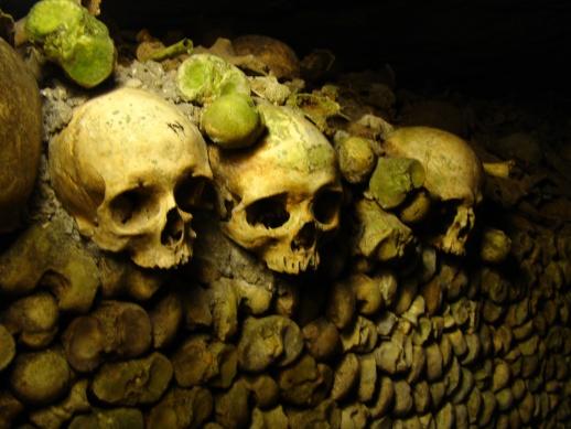 catacumbas paris catacombes ossements cimetiere
