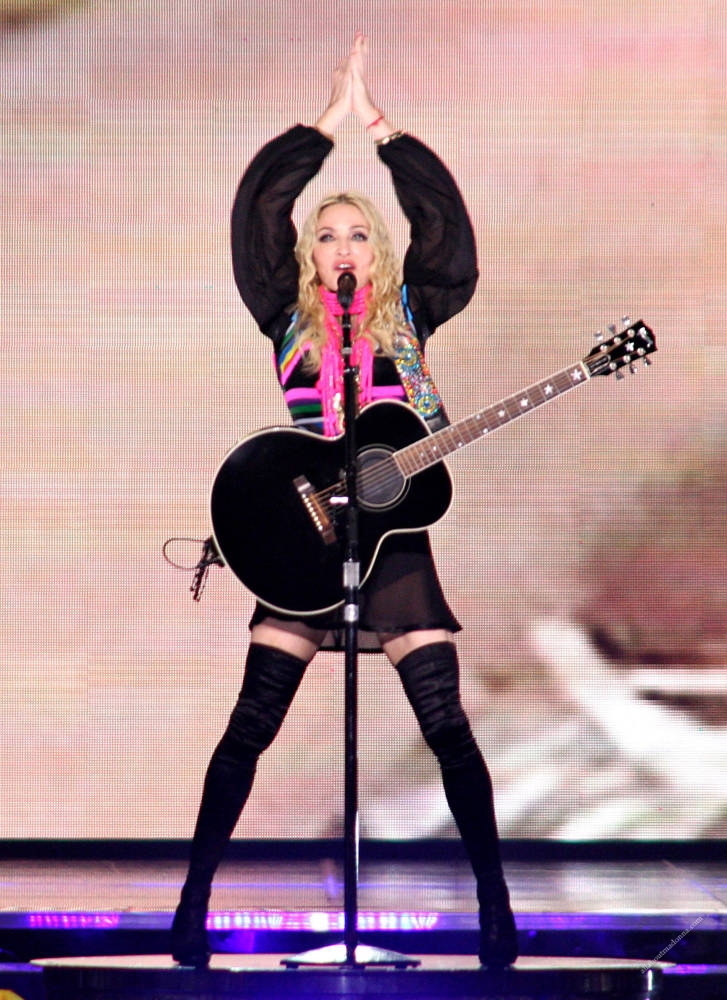 madonna sticky ans sweet tour miles away