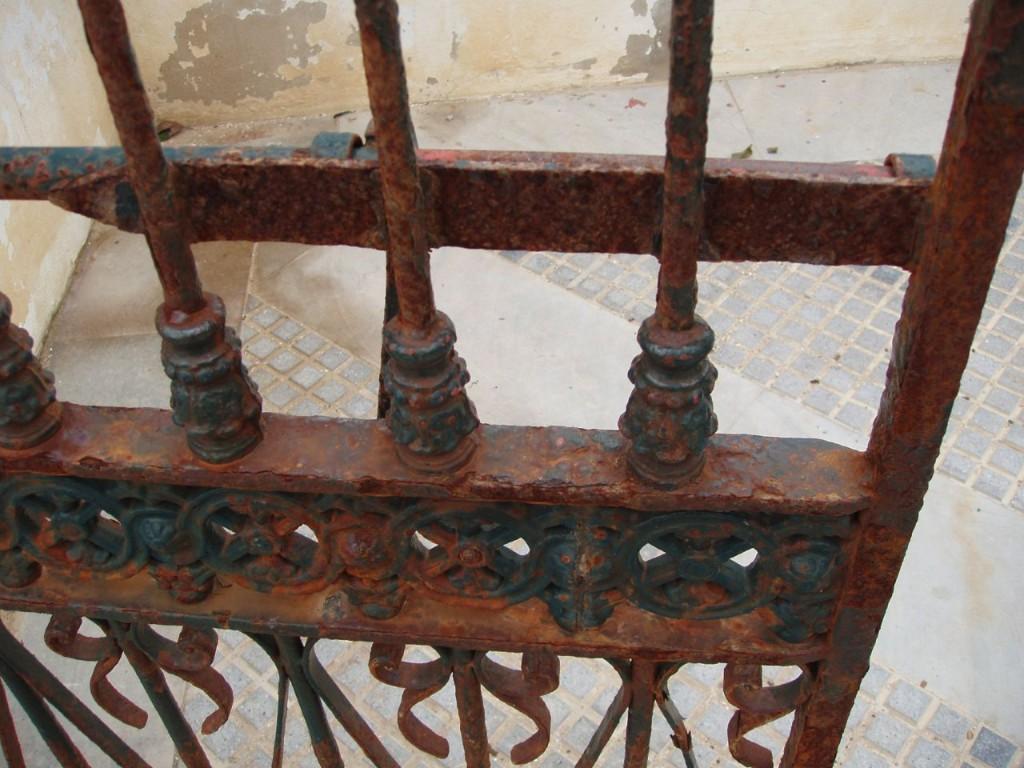 oxido-puertas-de-hierro