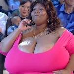 La mujer con los pechos naturales más grandes del mundo