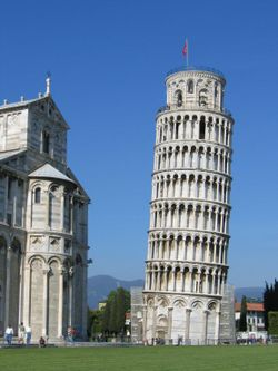 torre-pisa-leaning-tower-inclinada