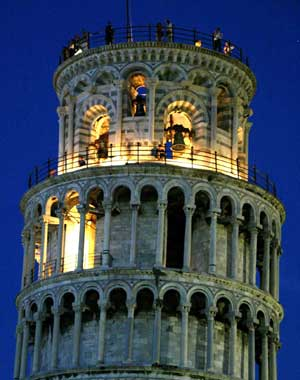 torre-pisa-leaning-tower-noche