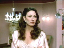 anjelica huston prizzis honor 17