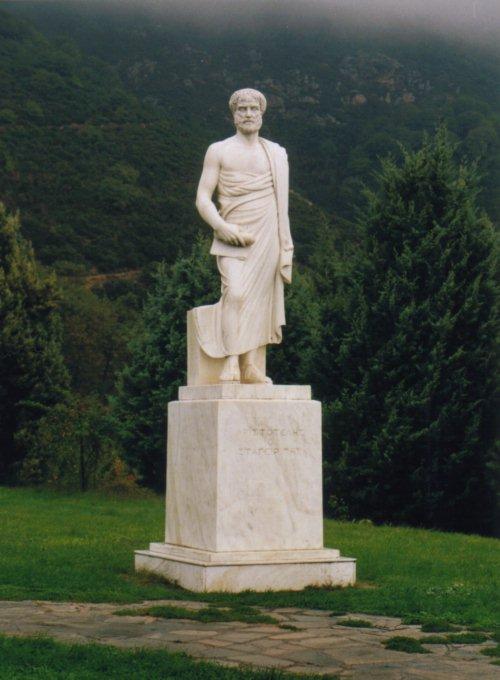 aristoteles figura estatua