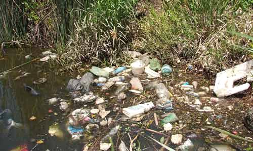 desperdicios basura rio aguas