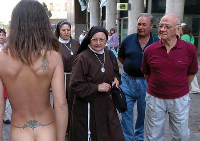 imagenes humor desnudo monja