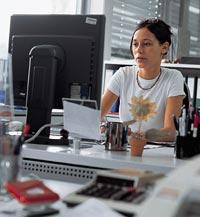 mujer-computadora-ordenador-trabajo