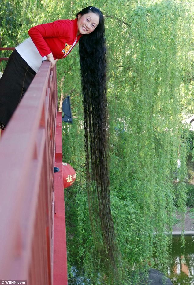 pelo_cabello largo mujer Chenq Shiquin