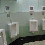 Sobres abandonados en baños japoneses con 10000 yenes
