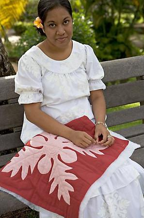flor-polinesia-pelo-mujer-tahiti