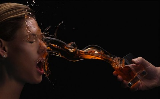 imagenes-alta-velocidad-fotografias-arrojando-bebida