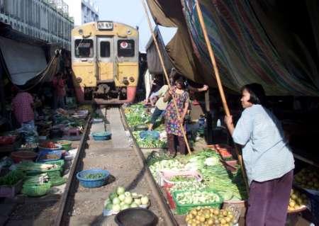 train-market-tren-mercadillo-bangkok-thailand-tailandia