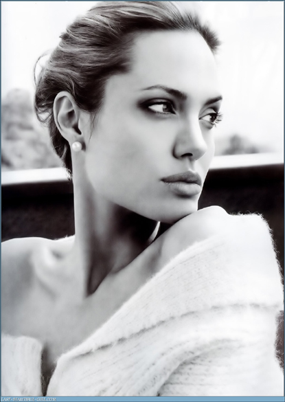 angelina-jolie-maichi-french-box-st-john-nerble-1