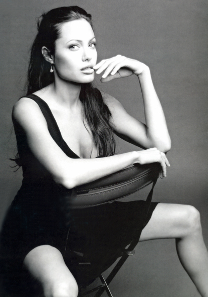 angelina-jolie-maichi-french-box-sweet-photo
