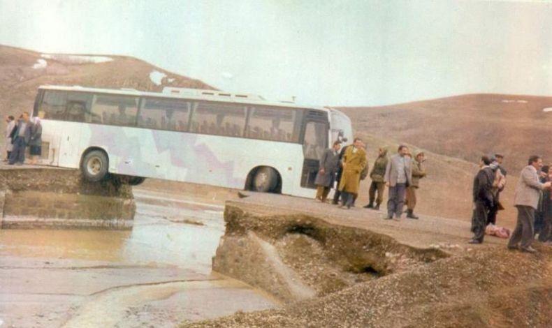 imagenes-risa-autobus-encallado-puente