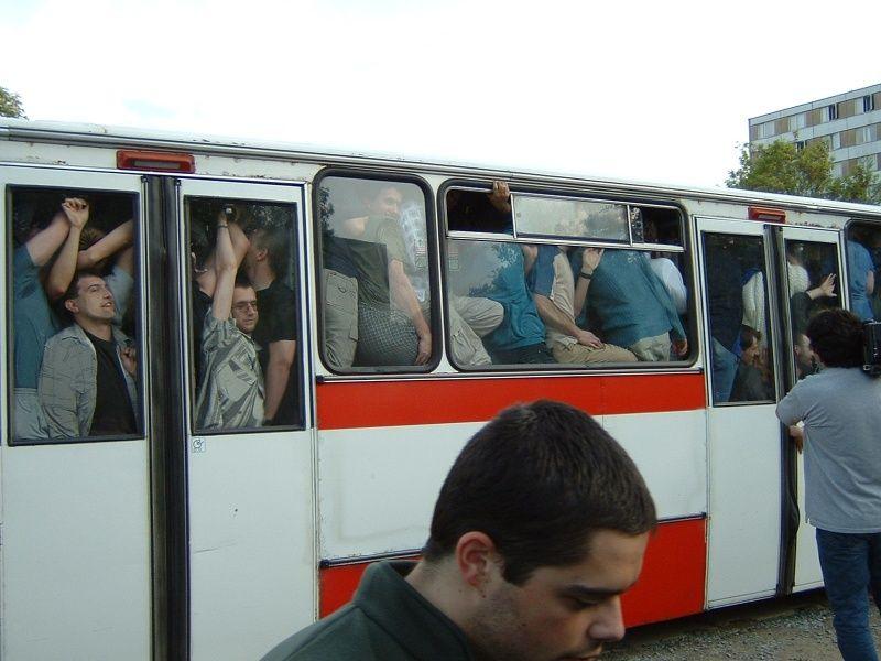 imagenes-risa-bus-autobus-apretujados