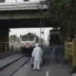 tren vias cruzando cruzar india