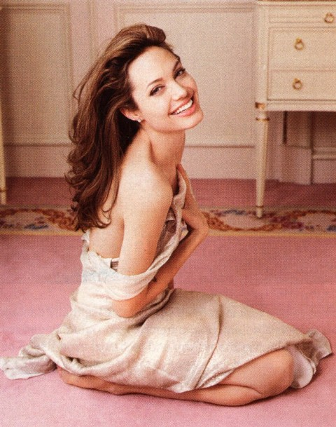 angelina-jolie-sexy-ganadora-entertainment-weekly-sonriente