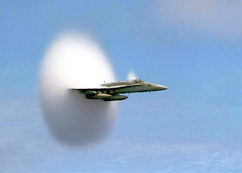 caza FA-18 Hornet barrera sonido