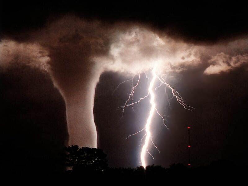imagenes tornados huracanes