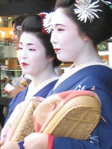 maiko-geishas