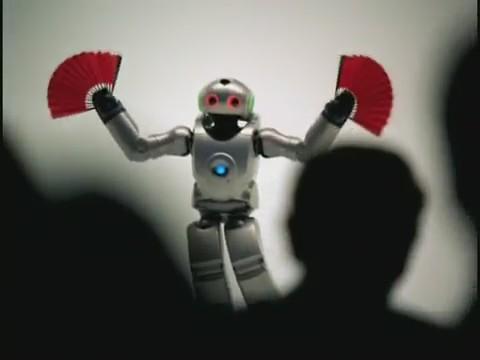 robot bailando abanicos