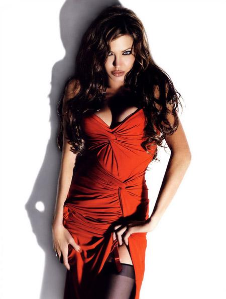 angelina_jolie_sexiest_fhm_2007
