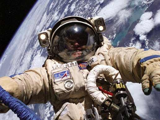 astronauta traje espacial