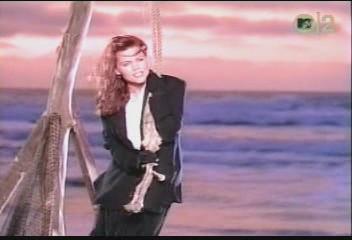 belinda-carlisle-circle-in-the-sand-video-09