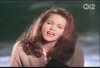belinda-carlisle-circle-in-the-sand-video-10