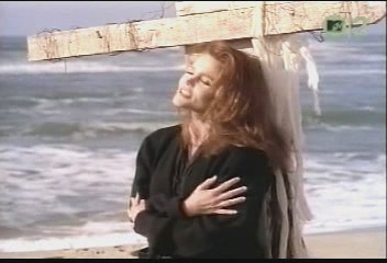 belinda-carlisle-circle-in-the-sand-video-14