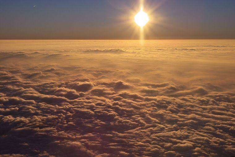 naturaleza-bella-sol-encima-nubes